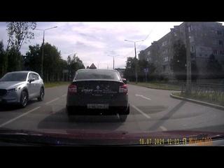 Хибины.com: непонятные маневры учебного авто в Апатитах
