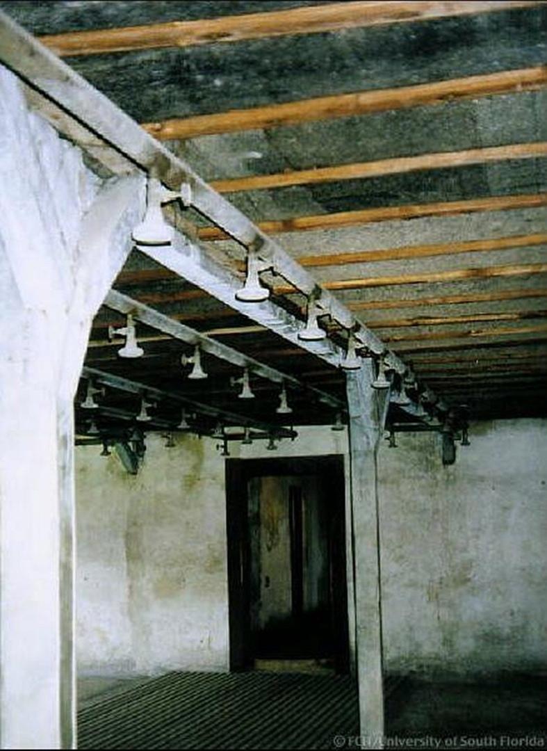 14 октября 1943 года узники нацистского лагеря смерти Собибор подняли восстание...