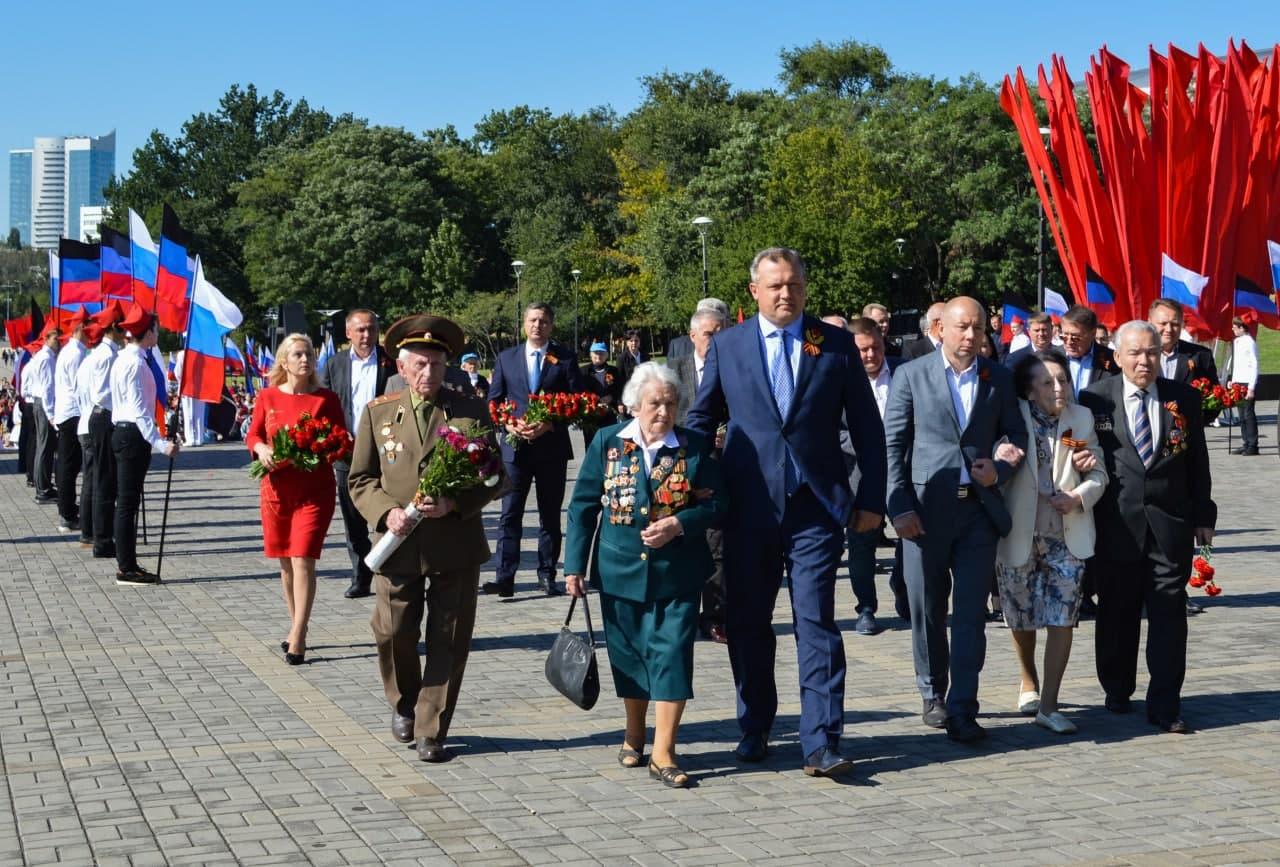В Донецке состоялся торжественный митинг, посвящённый Дню освобождения Донбасса