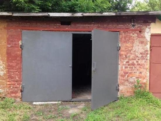 Уволок гаражные воротаСтражи порядка установили ли...
